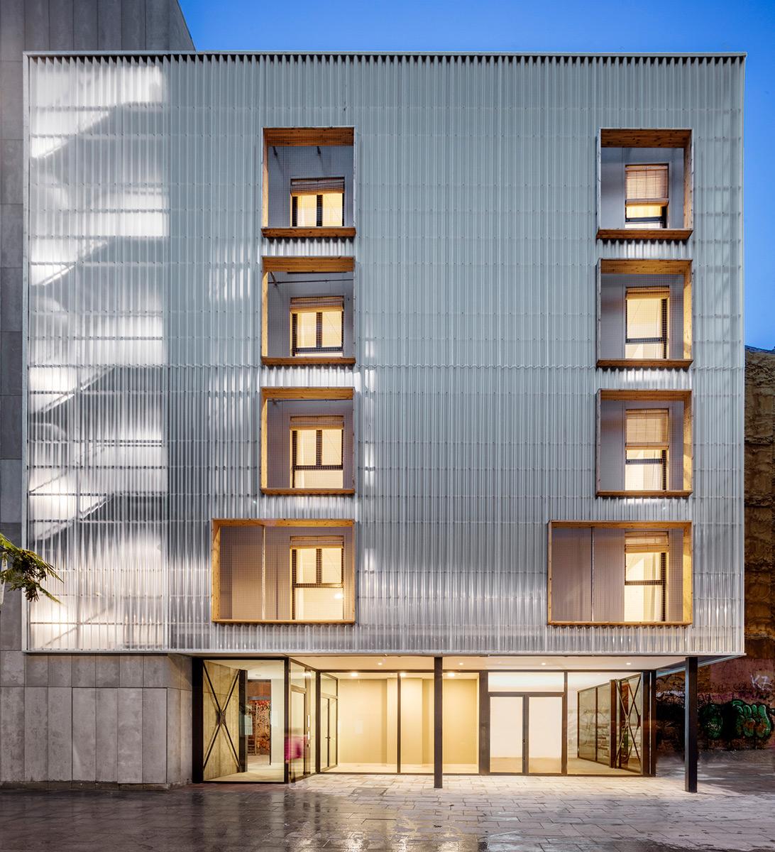 Aprop-Ciutat-Vella-Emergency-Housing-Straddle3-Eulia-Arkitektura-Yaiza-Terre-01