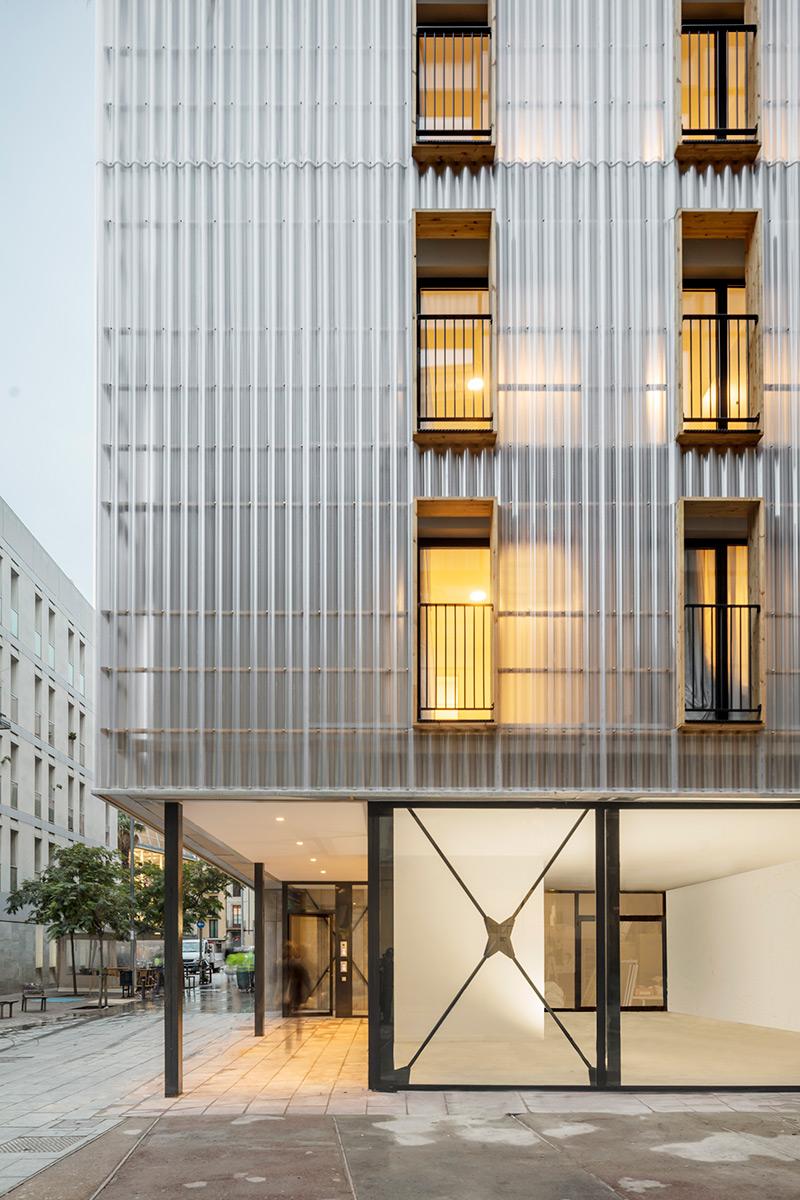 Aprop-Ciutat-Vella-Emergency-Housing-Straddle3-Eulia-Arkitektura-Yaiza-Terre-02