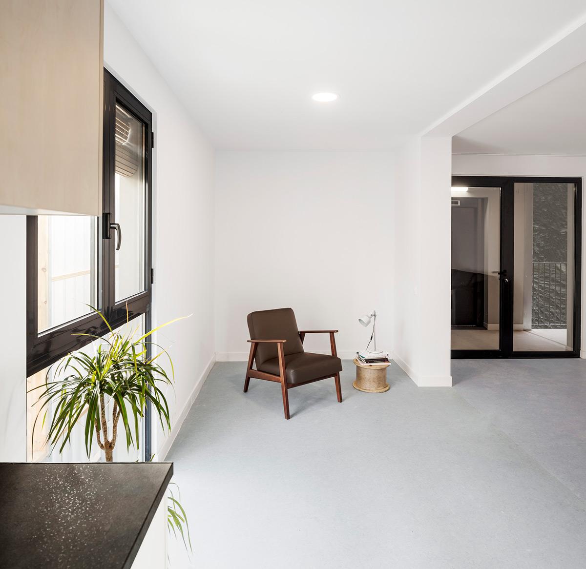 Aprop-Ciutat-Vella-Emergency-Housing-Straddle3-Eulia-Arkitektura-Yaiza-Terre-03