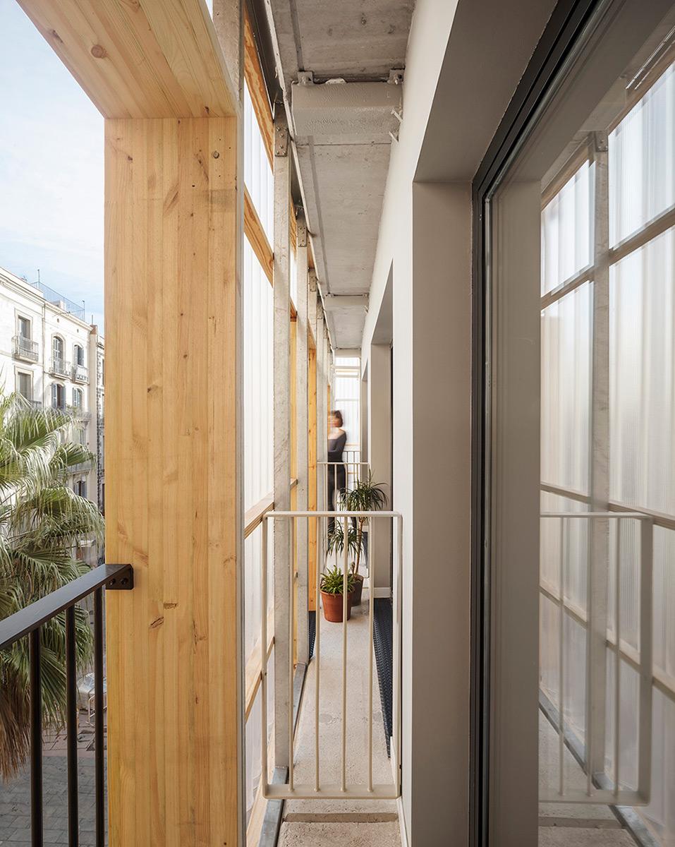 Aprop-Ciutat-Vella-Emergency-Housing-Straddle3-Eulia-Arkitektura-Yaiza-Terre-05