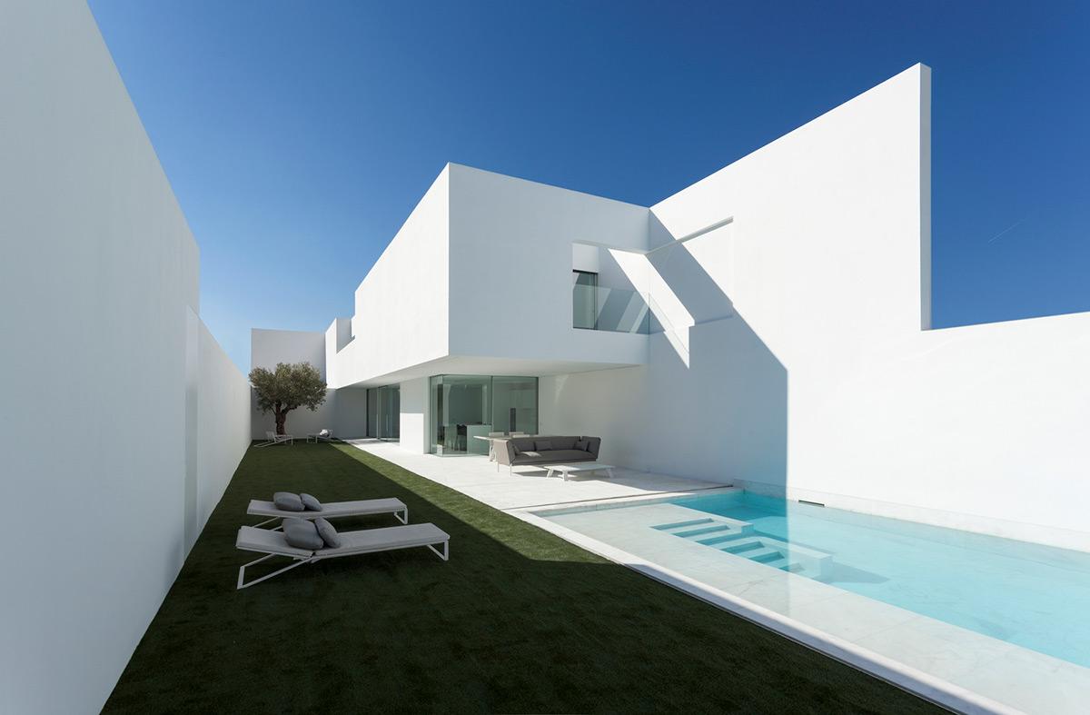 Casa-Pati-Blau-Fran-Silvestre-Arquitectos-Diego-Opazo-01
