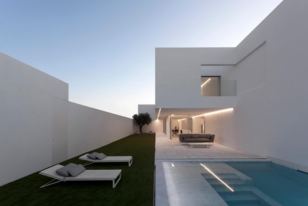 Casa-Pati-Blau-Fran-Silvestre-Arquitectos-Diego-Opazo-02