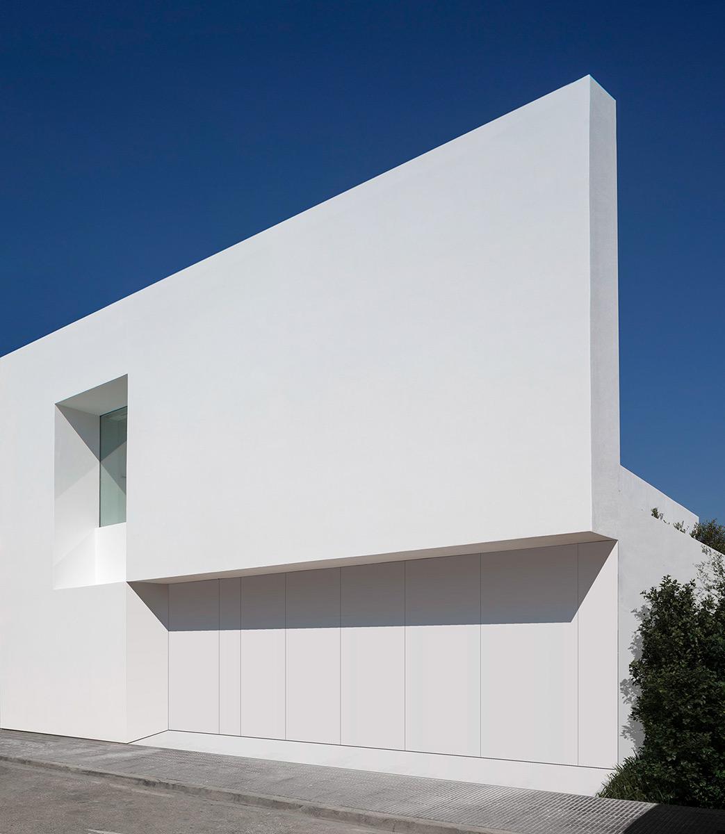 Casa-Pati-Blau-Fran-Silvestre-Arquitectos-Diego-Opazo-05