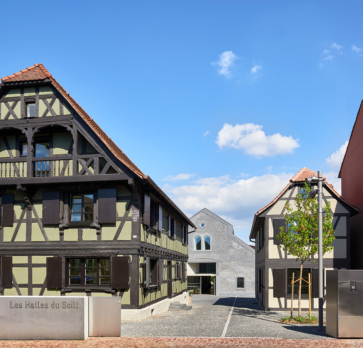 Covered-market-exhibition-area-Schiltigheim-Dominique-Coulon-Associes-02