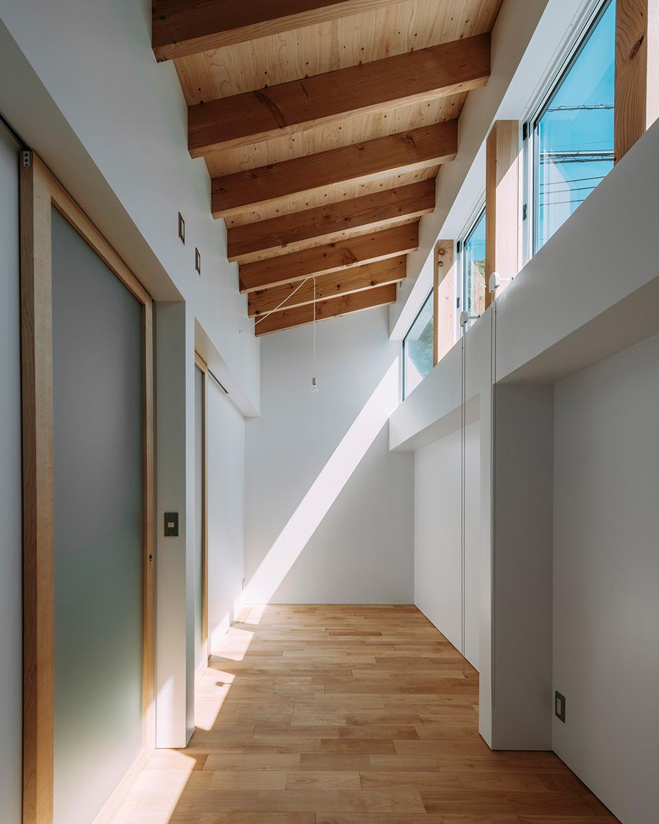 House-Ikenoue-Yabashi-Architects-Associates-Yashiro-Photo-Office-02