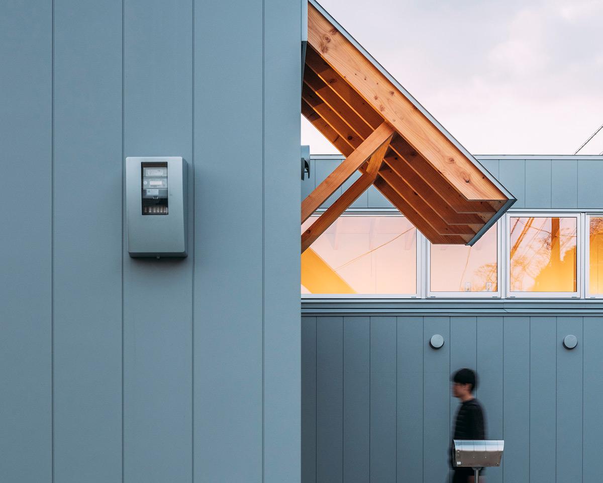 House-Ikenoue-Yabashi-Architects-Associates-Yashiro-Photo-Office-03