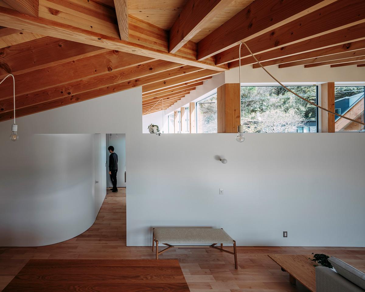 House-Ikenoue-Yabashi-Architects-Associates-Yashiro-Photo-Office-04