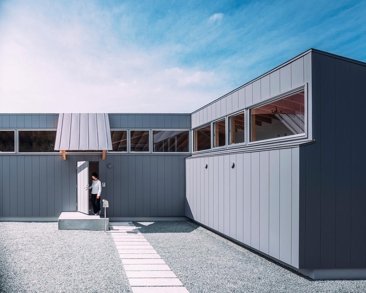 House-Ikenoue-Yabashi-Architects-Associates-Yashiro-Photo-Office-05
