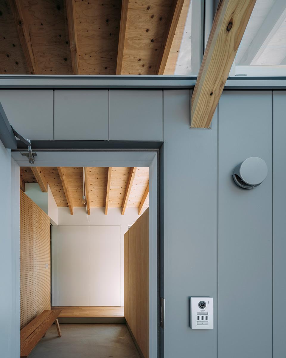 House-Ikenoue-Yabashi-Architects-Associates-Yashiro-Photo-Office-07