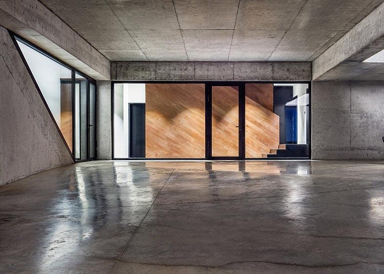 Observation-house_I-O-Architects_Sofia_Bulgaria_dezeen_784_5