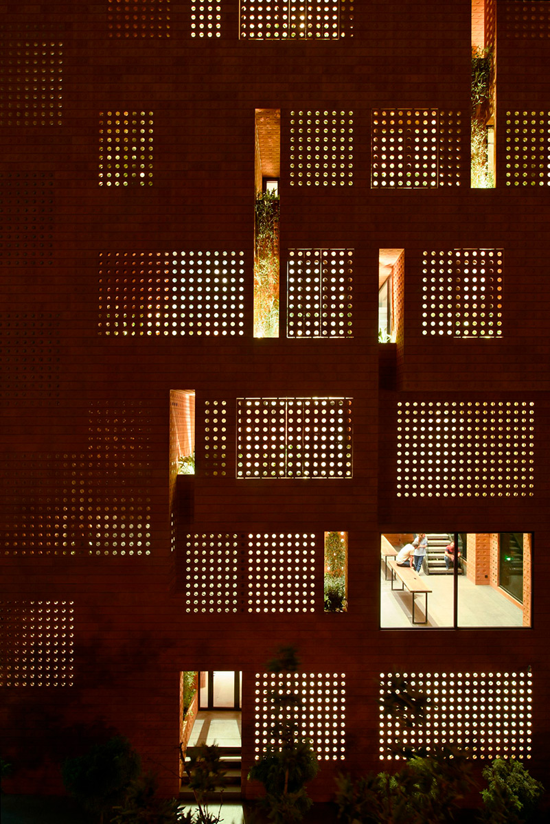 Kohan-Ceram-Hooba-Design-Parham-Taghioff-Deed-06