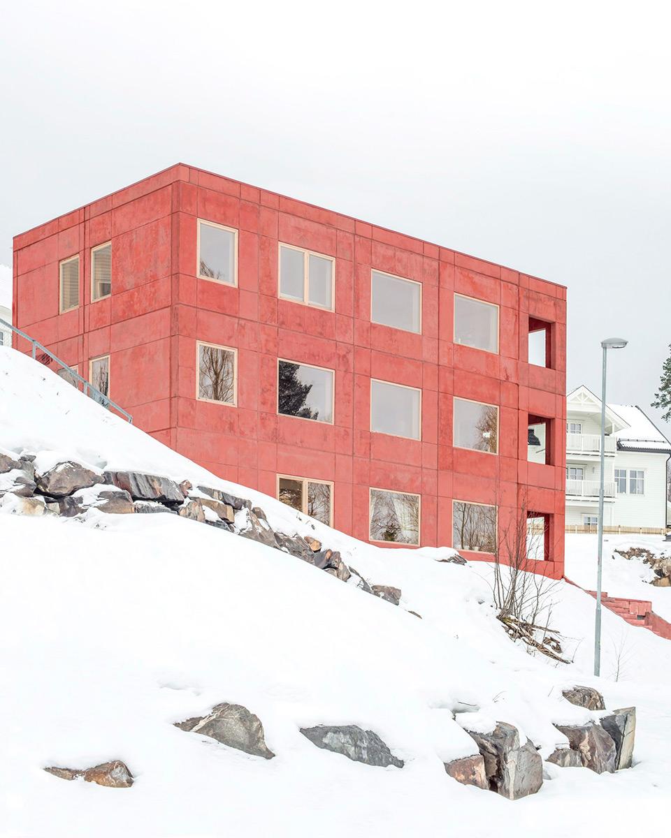 House-in-Red-Concrete-Sanden-Hodnekvam-Arkitekter-03