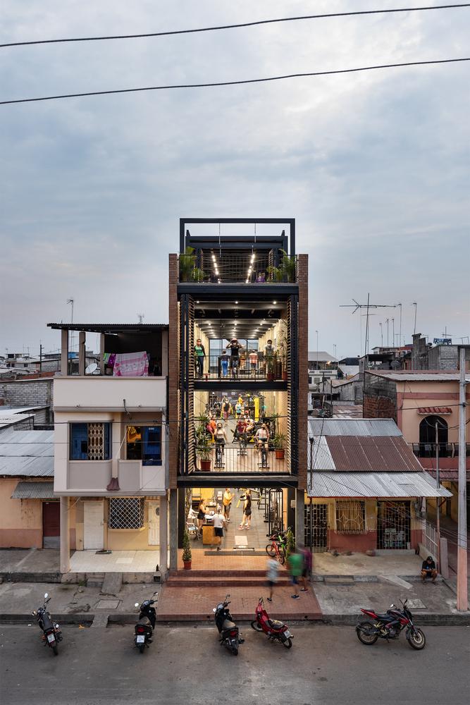 Bardales-Gimnasio-Urbano-Natura-Futura-Arquitectura-JAG-Studio-04