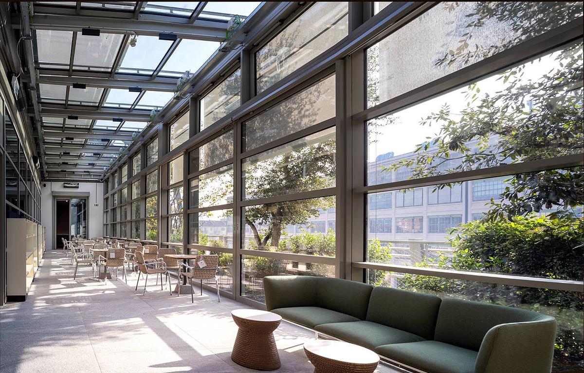 Green-Pea-Retail-Park-Acc-Naturale-Architettura-Negozio-Blu-Architetti-07