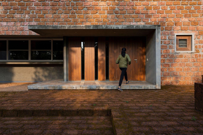 Ovoid House por Greyscale Design Studio 03
