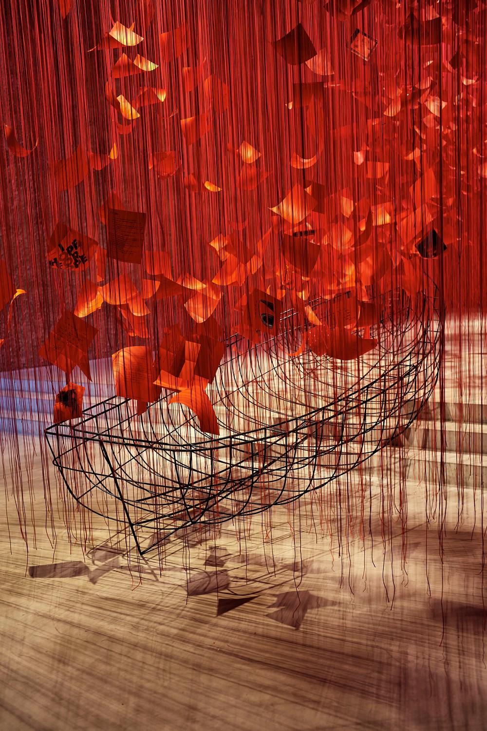 I hope… por Chiharu Shiota