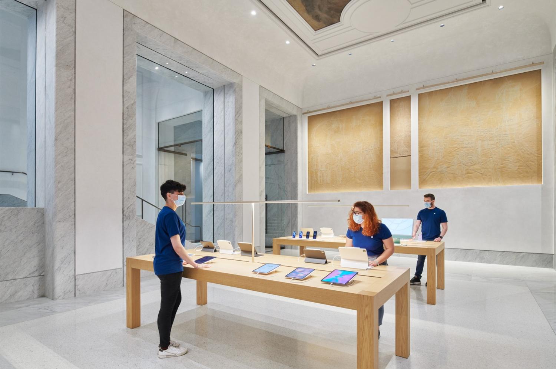New Apple Store Via del Corso Foster+Partners 02
