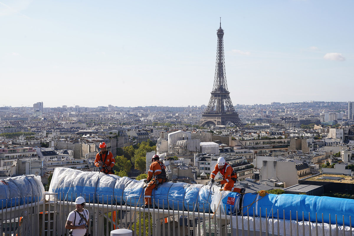 Arc-Triomphe-Wrapped-Christo-Jeanne-Claude-Wolfgang-Volz-02