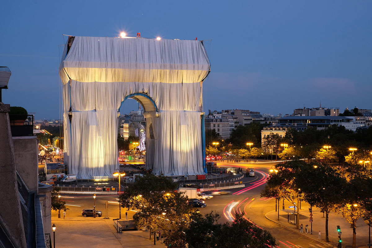 Arc-Triomphe-Wrapped-Christo-Jeanne-Claude-Wolfgang-Volz-04