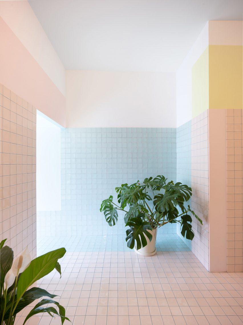 Floating-Realities-Bureau-Dylan-Perrenoud-03